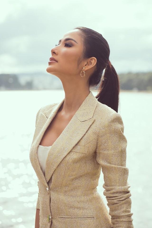 Á hậu Kiều Loan hé lộ trang phục dân tộc hoành tráng khiến fans 'phát sốt' ảnh 5
