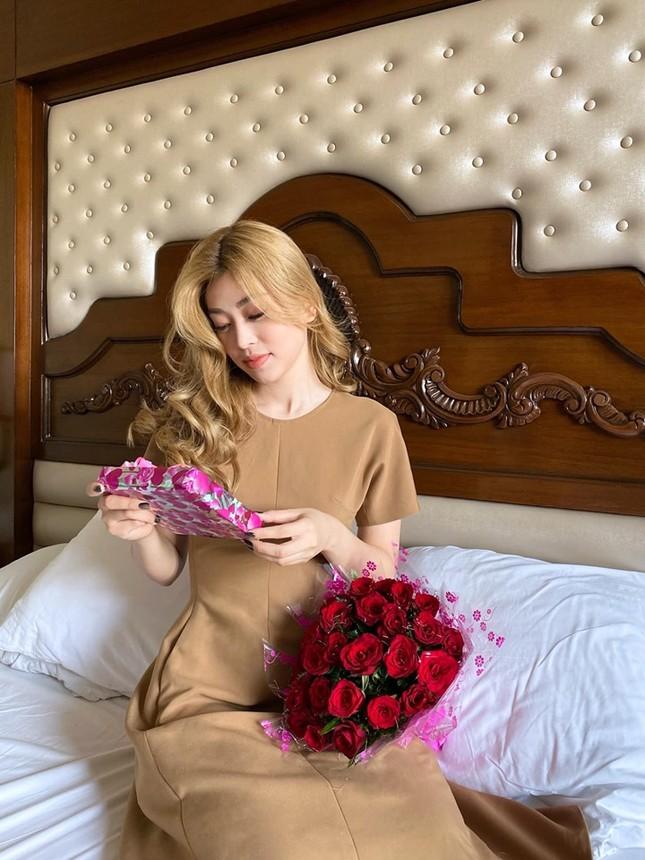 Á hậu Kiều Loan hé lộ trang phục dân tộc hoành tráng khiến fans 'phát sốt' ảnh 7