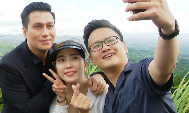 Việt Anh tái xuất sau thẩm mỹ, ôm Quỳnh Nga tình tứ trên truyền hình ảnh 7