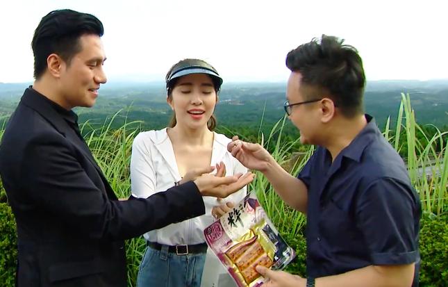 Việt Anh tái xuất sau thẩm mỹ, ôm Quỳnh Nga tình tứ trên truyền hình ảnh 8