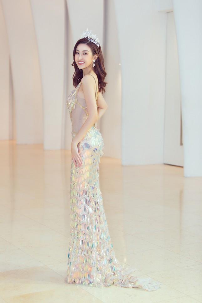 Mỹ Linh, Tiểu Vy đội vương miện lộng lẫy hoá công chúa như trong cổ tích ảnh 3
