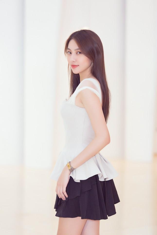 Mỹ Linh, Tiểu Vy đội vương miện lộng lẫy hoá công chúa như trong cổ tích ảnh 10