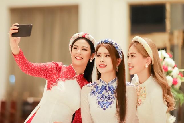 Hoa hậu Ngọc Hân, Á hậu Phương Nga dự đám cưới con gái của đại gia Ấn Độ ảnh 3