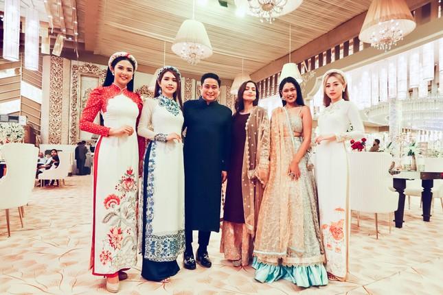 Hoa hậu Ngọc Hân, Á hậu Phương Nga dự đám cưới con gái của đại gia Ấn Độ ảnh 1