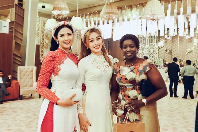 Hoa hậu Ngọc Hân, Á hậu Phương Nga dự đám cưới con gái của đại gia Ấn Độ ảnh 6