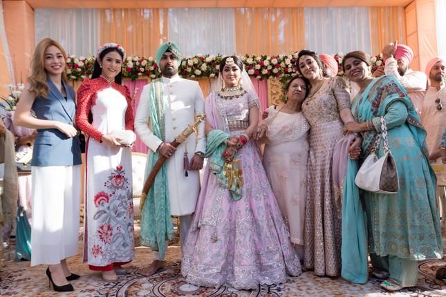 Hoa hậu Ngọc Hân, Á hậu Phương Nga dự đám cưới con gái của đại gia Ấn Độ ảnh 10