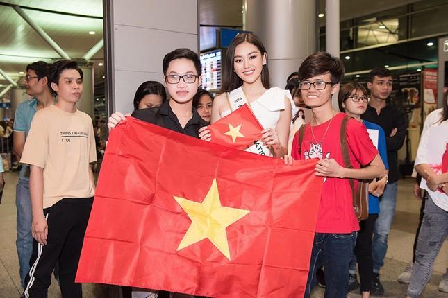 Tường San khoe bố 'soái ca' cao 1m8 ở sân bay, sang Nhật thi Miss International ảnh 11