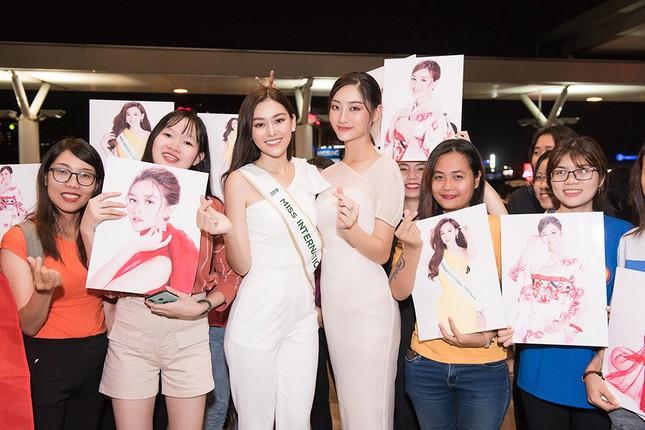 Tường San khoe bố 'soái ca' cao 1m8 ở sân bay, sang Nhật thi Miss International ảnh 12