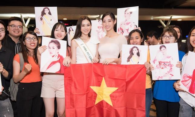 Tường San khoe bố 'soái ca' cao 1m8 ở sân bay, sang Nhật thi Miss International ảnh 13