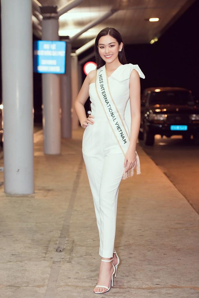 Tường San khoe bố 'soái ca' cao 1m8 ở sân bay, sang Nhật thi Miss International ảnh 1