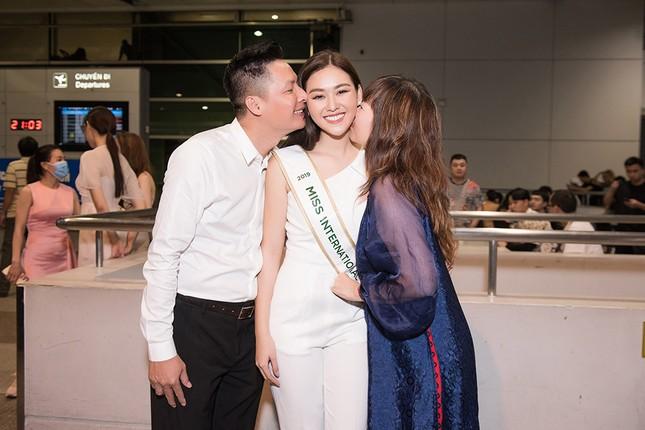 Tường San khoe bố 'soái ca' cao 1m8 ở sân bay, sang Nhật thi Miss International ảnh 6