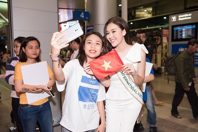 Tường San khoe bố 'soái ca' cao 1m8 ở sân bay, sang Nhật thi Miss International ảnh 10