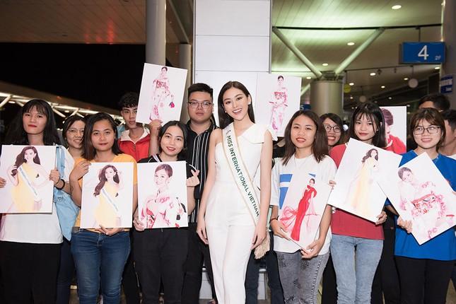 Tường San khoe bố 'soái ca' cao 1m8 ở sân bay, sang Nhật thi Miss International ảnh 9