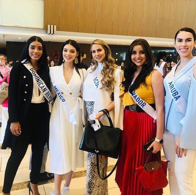 Tường San trình diễn quốc phục đính rồng dài 3m ở Hoa hậu quốc tế ảnh 2