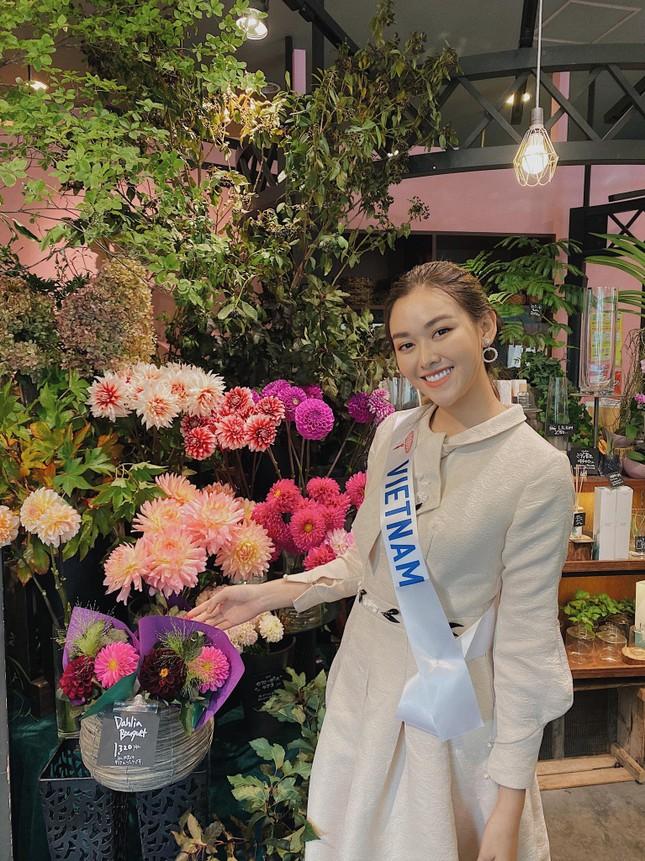 Tường San trình diễn quốc phục đính rồng dài 3m ở Hoa hậu quốc tế ảnh 4