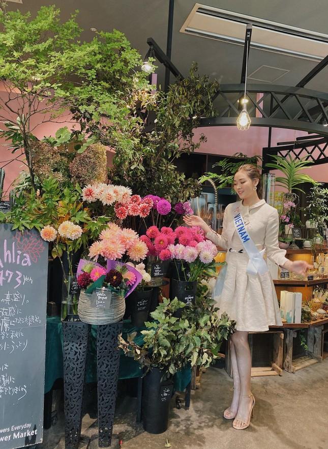 Tường San trình diễn quốc phục đính rồng dài 3m ở Hoa hậu quốc tế ảnh 5