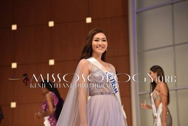 Tường San xinh đẹp đọ sắc cùng đương kim Hoa hậu Quốc tế ở họp báo ảnh 4
