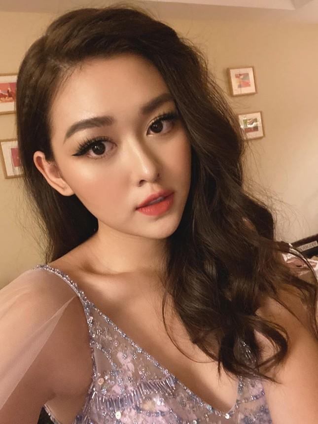Tường San xinh đẹp đọ sắc cùng đương kim Hoa hậu Quốc tế ở họp báo ảnh 6