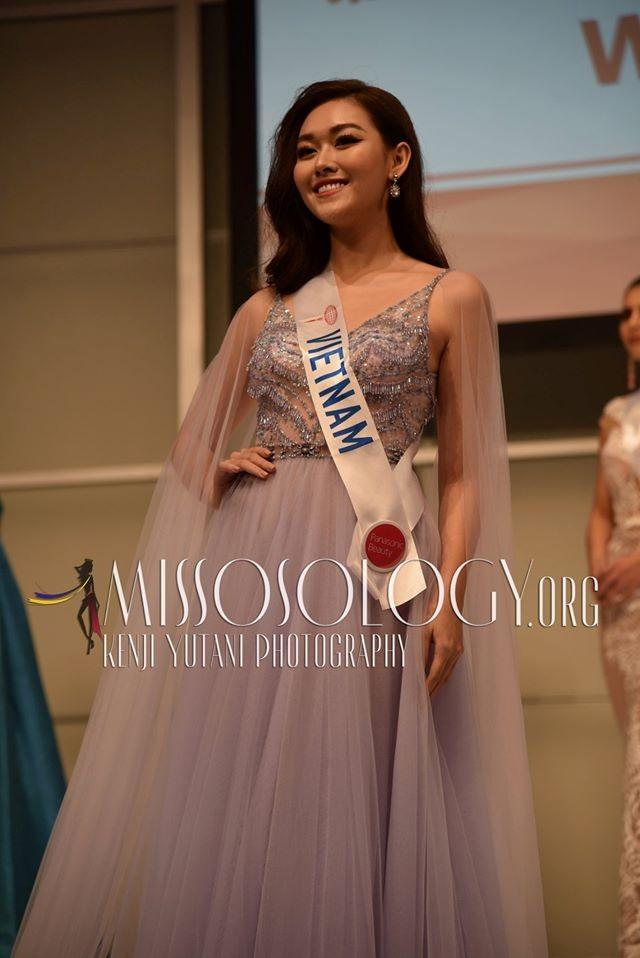 Tường San xinh đẹp đọ sắc cùng đương kim Hoa hậu Quốc tế ở họp báo ảnh 2