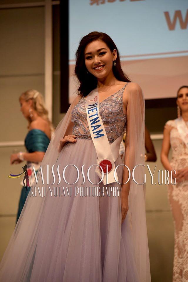 Tường San xinh đẹp đọ sắc cùng đương kim Hoa hậu Quốc tế ở họp báo ảnh 3