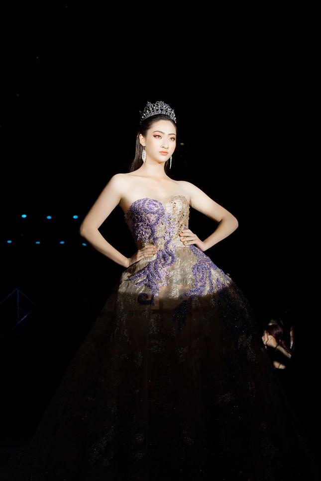 Xinh đẹp tựa 'nữ thần', Tiểu Vy đánh bật dàn sao đình đám giành giải Best Dress ảnh 11