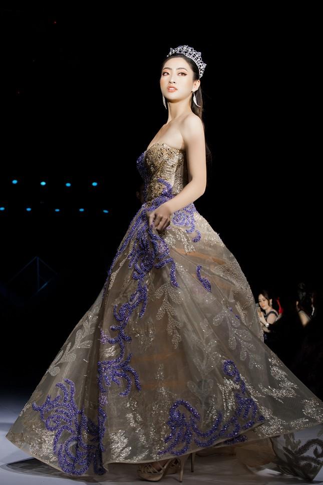 Xinh đẹp tựa 'nữ thần', Tiểu Vy đánh bật dàn sao đình đám giành giải Best Dress ảnh 13