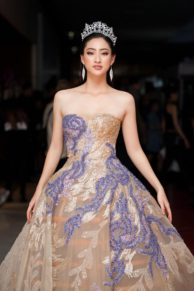 Xinh đẹp tựa 'nữ thần', Tiểu Vy đánh bật dàn sao đình đám giành giải Best Dress ảnh 12