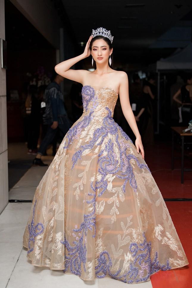 Xinh đẹp tựa 'nữ thần', Tiểu Vy đánh bật dàn sao đình đám giành giải Best Dress ảnh 10