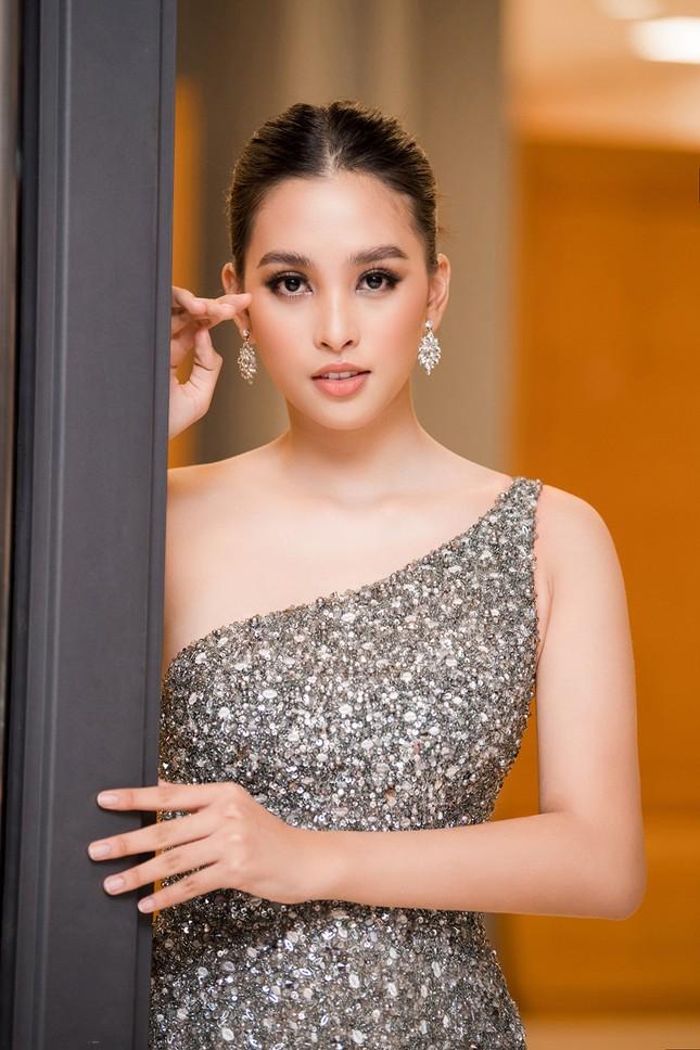 Xinh đẹp tựa 'nữ thần', Tiểu Vy đánh bật dàn sao đình đám giành giải Best Dress ảnh 2