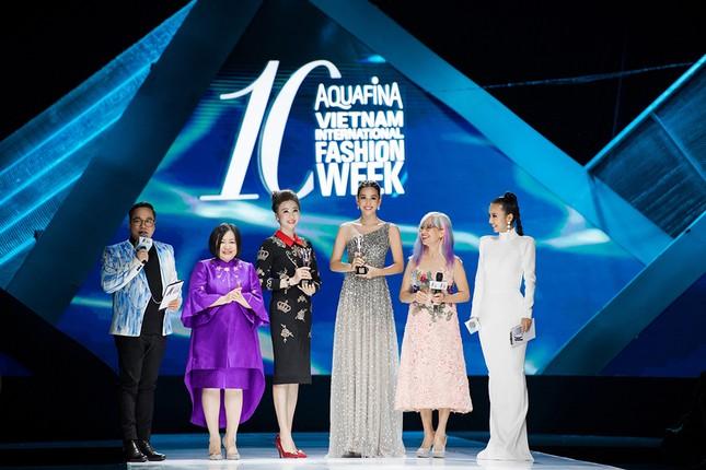 Xinh đẹp tựa 'nữ thần', Tiểu Vy đánh bật dàn sao đình đám giành giải Best Dress ảnh 6
