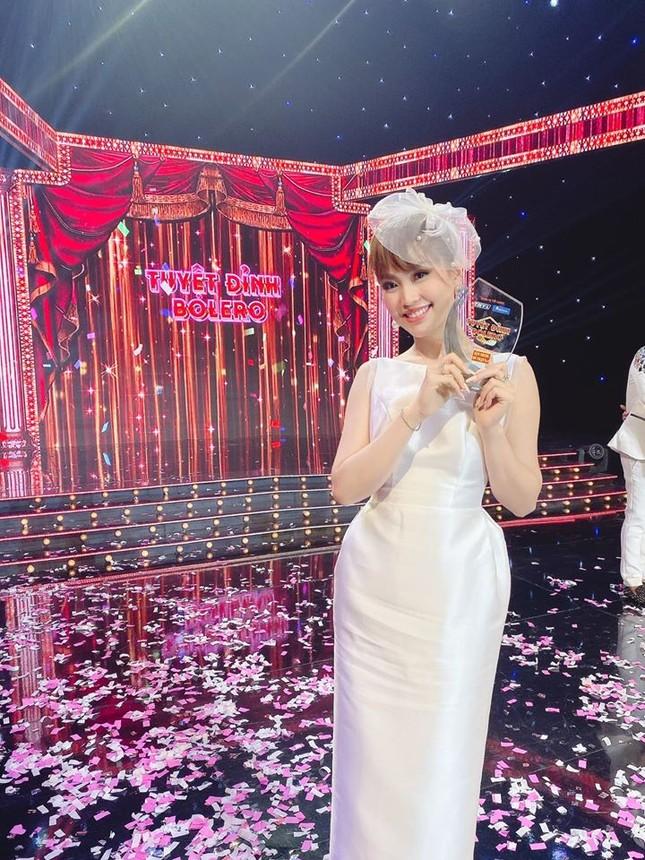 Tường San liên tục ghi điểm khi trổ tài tự make-up điêu luyện ở Hoa hậu Quốc tế ảnh 12