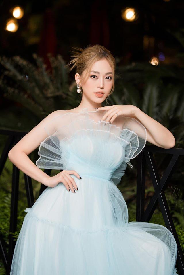 Tường San liên tục ghi điểm khi trổ tài tự make-up điêu luyện ở Hoa hậu Quốc tế ảnh 7
