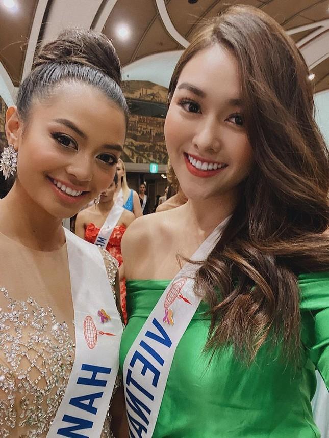Tường San liên tục ghi điểm khi trổ tài tự make-up điêu luyện ở Hoa hậu Quốc tế ảnh 5