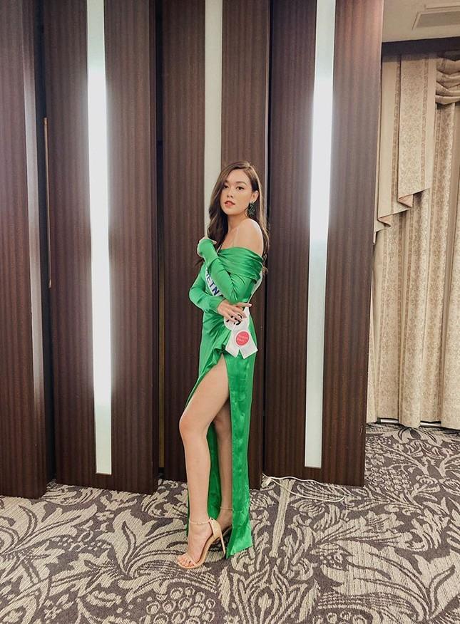 Tường San liên tục ghi điểm khi trổ tài tự make-up điêu luyện ở Hoa hậu Quốc tế ảnh 4