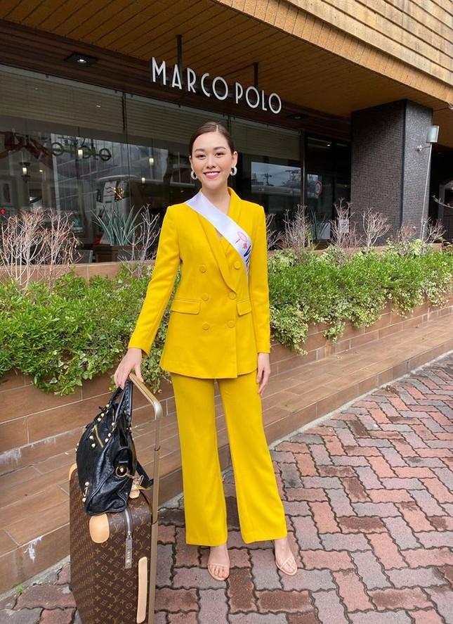Tường San liên tục ghi điểm khi trổ tài tự make-up điêu luyện ở Hoa hậu Quốc tế ảnh 1