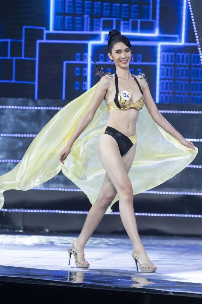 Top 15 Hoa hậu Hoàn vũ VN nóng bỏng diễn bikini với 'đôi cánh thiên thần' ảnh 4