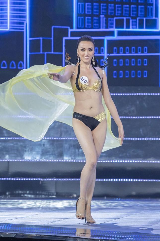 Top 15 Hoa hậu Hoàn vũ VN nóng bỏng diễn bikini với 'đôi cánh thiên thần' ảnh 14