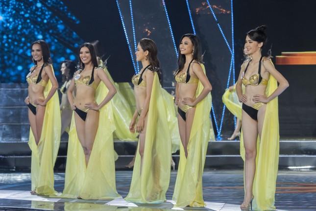 Top 15 Hoa hậu Hoàn vũ VN nóng bỏng diễn bikini với 'đôi cánh thiên thần' ảnh 1
