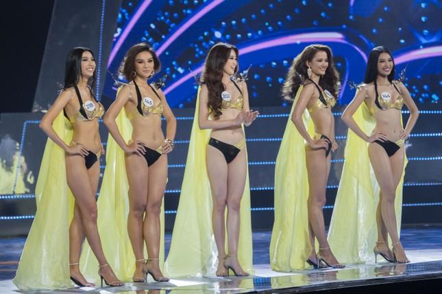 Top 15 Hoa hậu Hoàn vũ VN nóng bỏng diễn bikini với 'đôi cánh thiên thần' ảnh 2