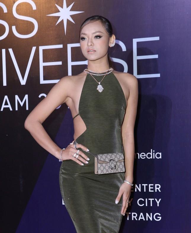 Mâu Thuỷ, Thanh Hằng nóng bỏng trên thảm đỏ chung kết Hoa hậu Hoàn vũ Việt Nam ảnh 7