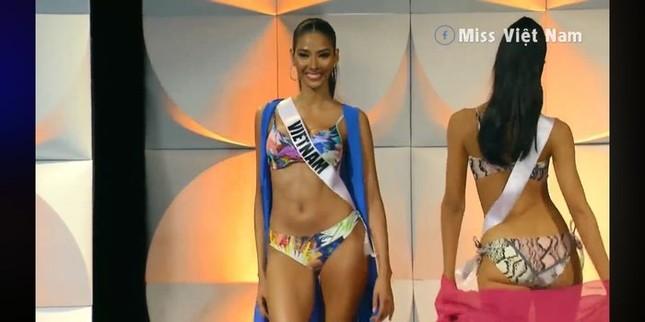 Hoàng Thuỳ 'gây bão' bán kết Miss Universe với kỹ năng 'bamboo walk' điêu luyện ảnh 3