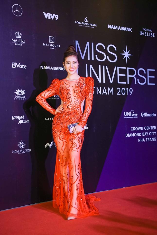 Mâu Thuỷ, Thanh Hằng nóng bỏng trên thảm đỏ chung kết Hoa hậu Hoàn vũ Việt Nam ảnh 10