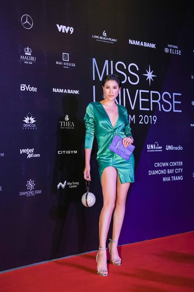 Mâu Thuỷ, Thanh Hằng nóng bỏng trên thảm đỏ chung kết Hoa hậu Hoàn vũ Việt Nam ảnh 12