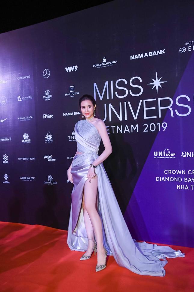 Mâu Thuỷ, Thanh Hằng nóng bỏng trên thảm đỏ chung kết Hoa hậu Hoàn vũ Việt Nam ảnh 8