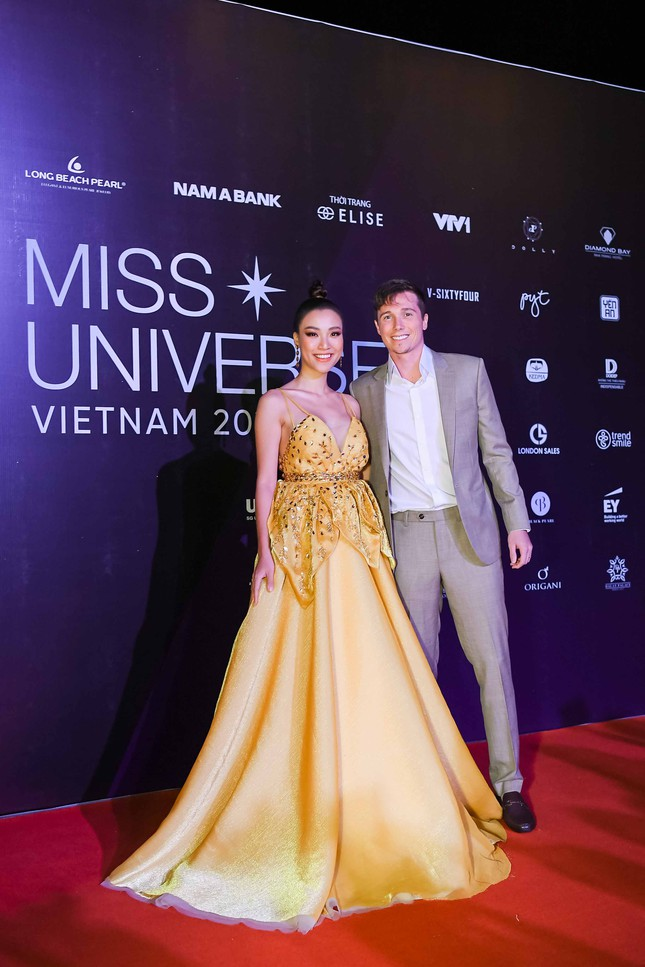 Mâu Thuỷ, Thanh Hằng nóng bỏng trên thảm đỏ chung kết Hoa hậu Hoàn vũ Việt Nam ảnh 6