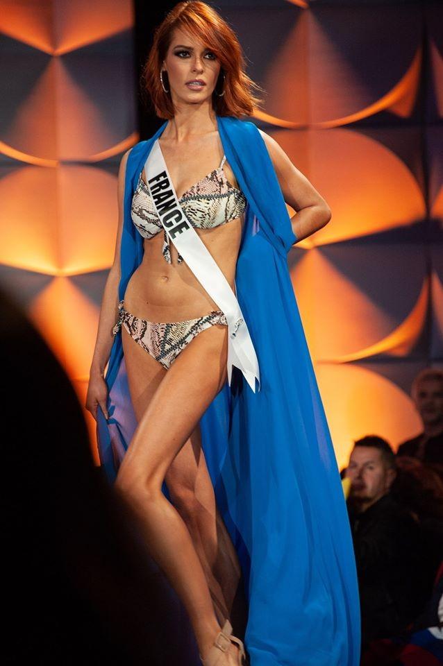 Màn diễn bikini 'rực lửa' của Hoàng Thuỳ và dàn thí sinh ở bán kết Miss Universe ảnh 5