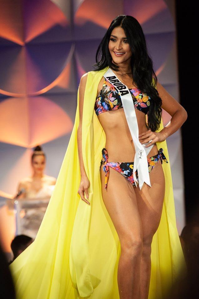 Màn diễn bikini 'rực lửa' của Hoàng Thuỳ và dàn thí sinh ở bán kết Miss Universe ảnh 15