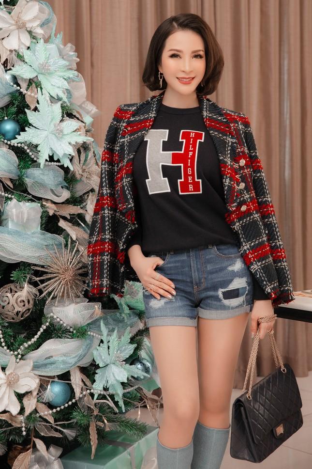 MC Thanh Mai khoe dáng gợi cảm trong biệt thự triệu đô mùa Giáng Sinh ảnh 8