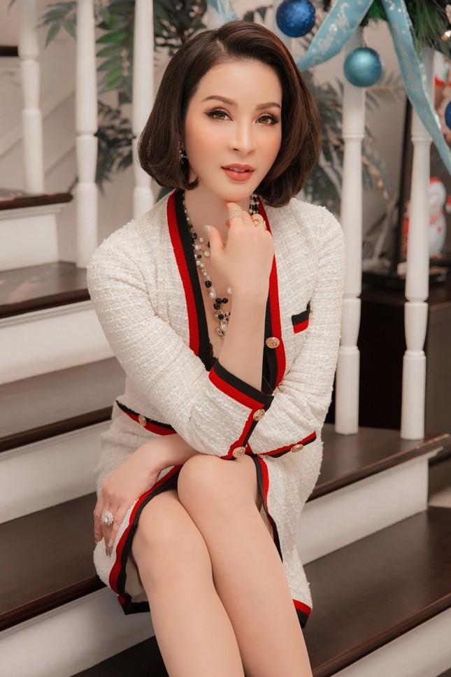 MC Thanh Mai khoe dáng gợi cảm trong biệt thự triệu đô mùa Giáng Sinh ảnh 3