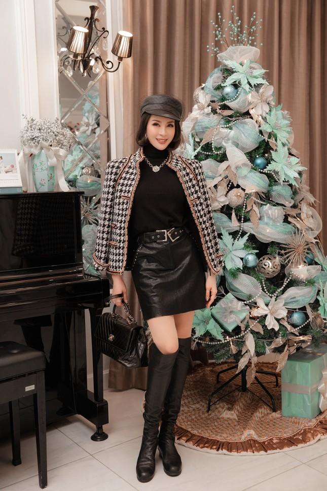 MC Thanh Mai khoe dáng gợi cảm trong biệt thự triệu đô mùa Giáng Sinh ảnh 12